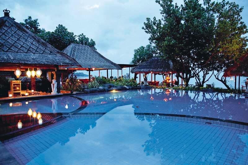 zwembad bar en restaurant